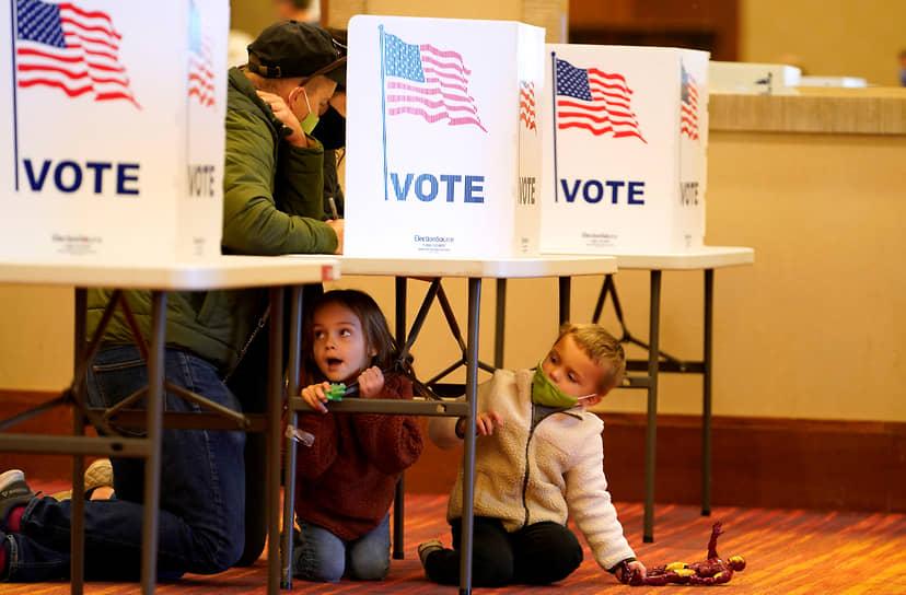 <b>Президентские выборы в США</b><br> 3 ноября в США прошли президентские выборы. Победу одержал кандидат от Демократической партии Джо Байден. Дональд Трамп покинет Белый дом в январе 2021 года     <br> Заметность события: 17 705