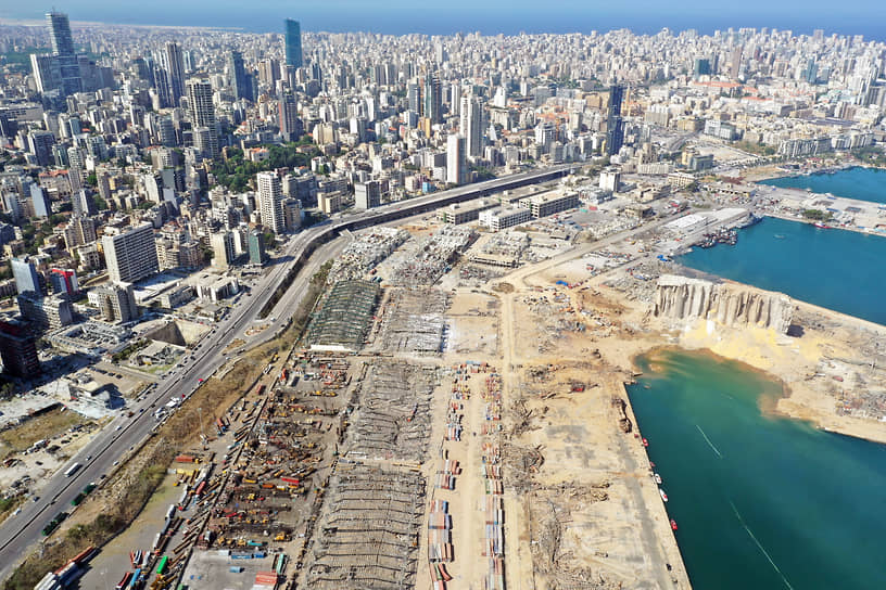 Взрыв в порту Бейрута <br>4 августа в столице Ливана Бейруте произошел взрыв на портовом складе, где находился груз с аммиачной селитрой (свыше 2,5 тыс. тонн). Погибло более 170 человек. После катастрофы начались беспорядки: протестующие обвинили власти в бездействии, приведшем к гибели людей. Через несколько дней правительство республики ушло в отставку <br>Заметность: 8 712