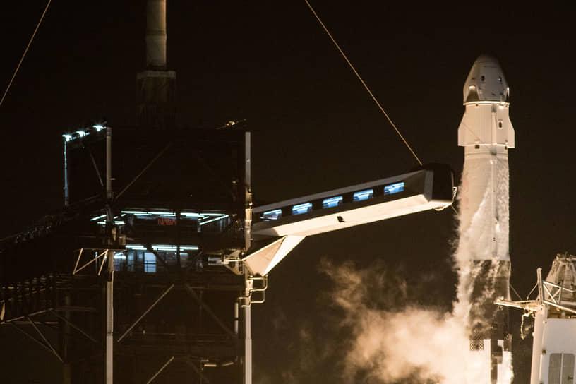 Первый частный пилотируемый запуск в космос <br>30 мая компания SpaceX Илона Маска провела первый в истории частный пилотируемый запуск в космос. Ракета Falcon 9 с космическим кораблем Crew Dragon, на борту которого находились астронавты Дуглас Херли и Роберт Бенкен, стартовала с космодрома на мысе Канаверал, в штате Флорида <br>Заметность: 3 832