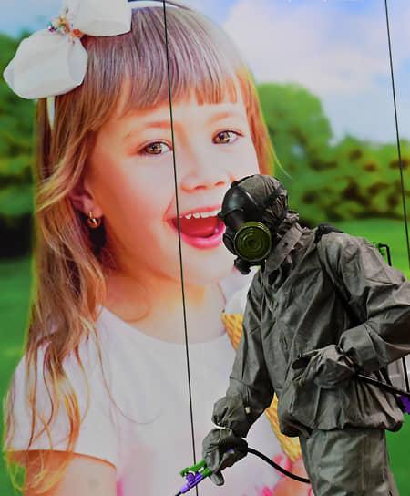 <b>Пандемия коронавируса</b><br> В декабре 2019 года появились первые сообщения о вспышке нового заболевания в китайском городе Ухань, а в январе 2020 года был выявлен первый случай заражения за пределами КНР.  К концу года число заболевших в мире превысило 82 млн, а умерли более 1,7 млн человек <br> Заметность события: 1 047 393