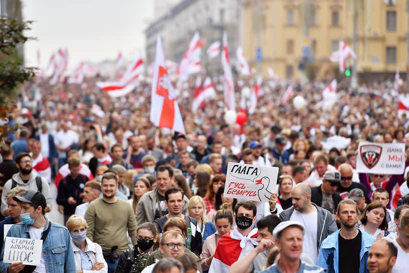 Протесты в Белоруссии <br>Массовые акции протеста в Белоруссии начались после победы Александра Лукашенко на президентских выборах 9 августа (80,10%). Оппозиция не признает их итоги и считает победительницей Светлану Тихановскую (10,12%). Акции протеста продолжаются до сих пор, наиболее масштабные проходят по воскресеньям <br>Заметность: 26 889