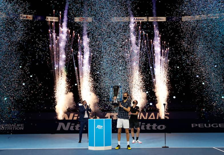 22 ноября российский теннисист Даниил Медведев стал чемпионом завершившегося в Лондоне итогового турнира ATP, одолев в трех партиях австрийца Доминика Тима <br>Заметность: 1 583