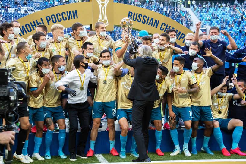 5 июля петербургский футбольный клуб «Зенит» стал шестикратным чемпионом России, обыграв ФК «Краснодар» в матче 26-го тура чемпионата России по футболу со счетом 4:2   <br>Заметность: 2 494
