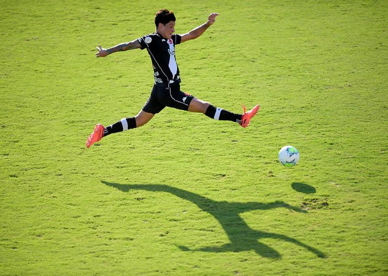 Рио-де-Жанейро, Бразилия. Матч чемпионата страны по футболу между клубами «Васко да Гама» и «Сантос»