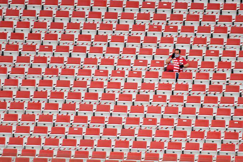 17 марта три крупнейшие спортивные лиги России — футбольная, хоккейная и баскетбольная — объявили о приостановке своих чемпионатов до 10 апреля из-за эпидемии коронавируса <br>Заметность: 1 535