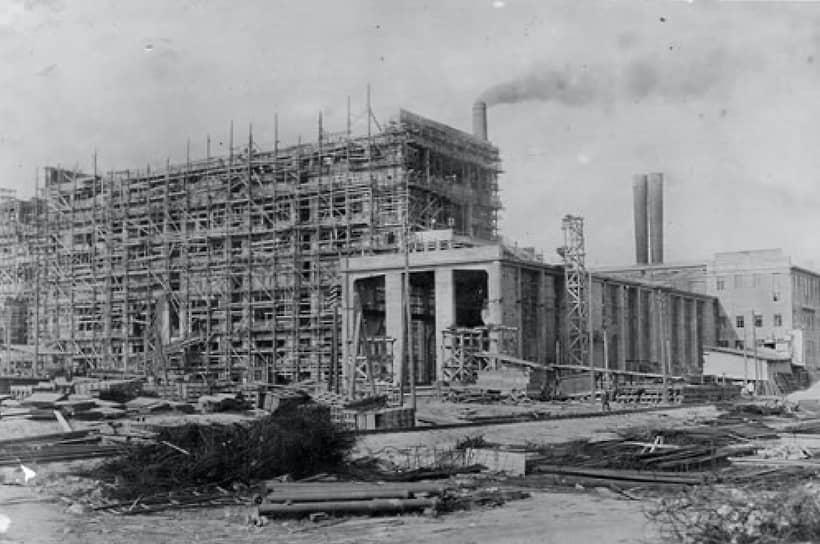 Каширская ГРЭС – первенец плана ГОЭЛРО – строилась под личным контролем Ленина и была торжественно сдана в эксплуатацию 4 июня 1922 года. На момент ввода в строй станция мощностью 12 МВт была второй по мощности теплоэлектростанцией в Европе