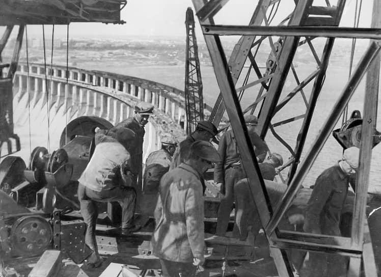 Гордостью плана ГОЭЛРО стало строительство Днепровской ГЭС – первой и самой мощной из шести гидроэлектростанций, построенных на реке Днепр. Ее торжественное открытие состоялось 10 октября 1932 года. В годы войны ДнепроГЭС была разрушена, гидроагрегаты были выведены из строя. После реконструкции и восстановления ГЭС мощность достигла 650 МВт
