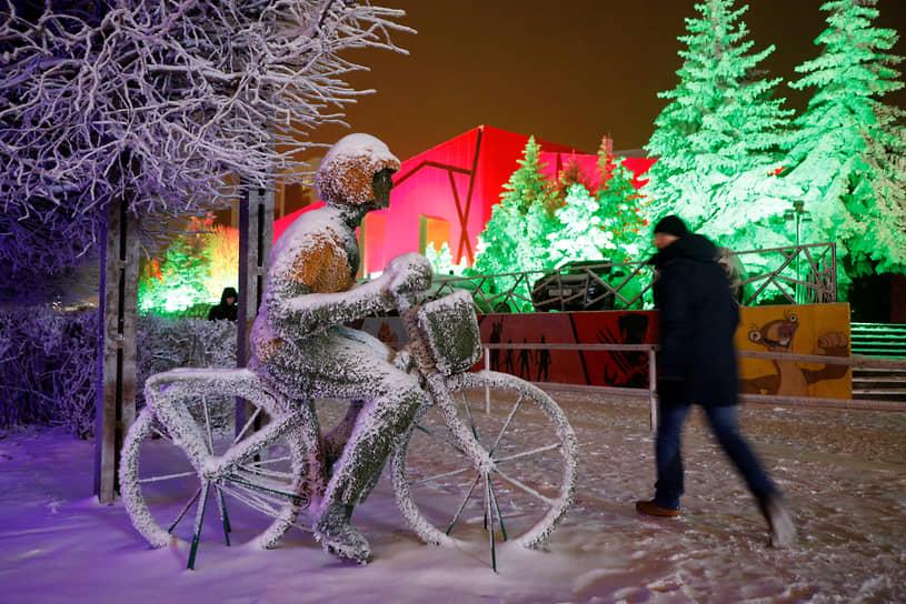 Ставрополь, Россия. Скульптура велосипедиста