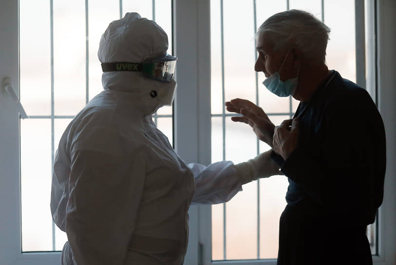 Волгоград. Работа сотрудников больницы в «красной зоне», где лежат пациенты, инфицированные коронавирусом