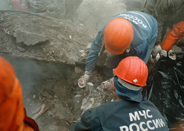 10 января 1994 года было создано Министерство по делам гражданской обороны, чрезвычайным ситуациям и ликвидации последствий стихийных бедствий. Оно стало федеральным органом исполнительной власти, подчиненным президенту. Министерство также возглавил господин Шойгу