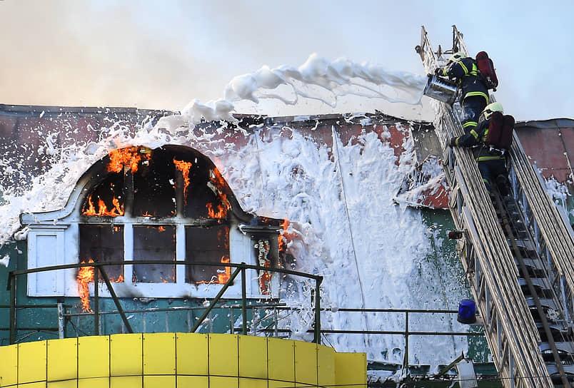 В январе 2002 года в состав МЧС вошла Государственная противопожарная служба. Позже в министерстве появились свои медицинские, психологические, водолазные, кинологические, пиротехнические и другие подразделения