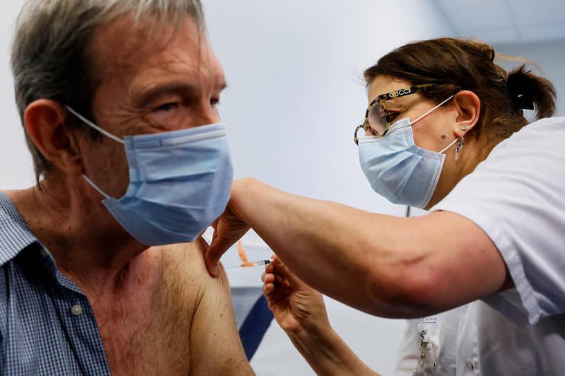Начало вакцинации во Франции