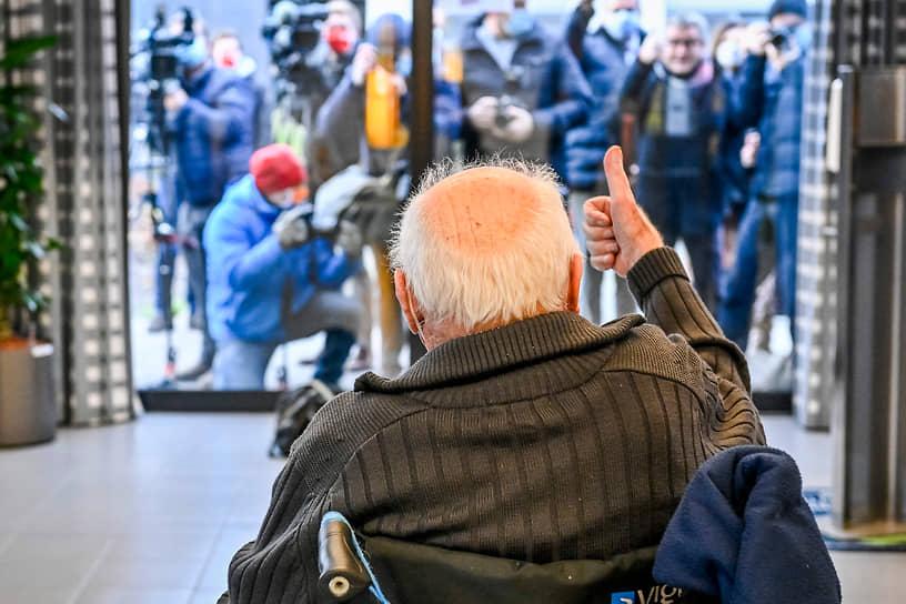 Пурс, Бельгия. 96-летний пациент дома престарелых получил дозу вакцины от коронавируса