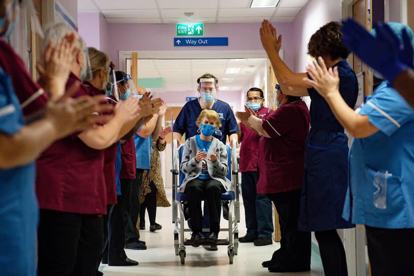 Ковентри, Великобритания. Первая женщина, привитая вакциной от коронавируса в стране