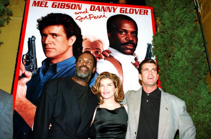 Три части продолжения франшизы «Смертельное оружие» о двух полицейских напарниках выходили с 1989 по 1998 годы<br> На фото: актеры «Смертельного оружия 3» Дэнни Гловер (слева), Рене Руссо и Мел Гибсон на премьере фильма в 1992 году в Калифорнии