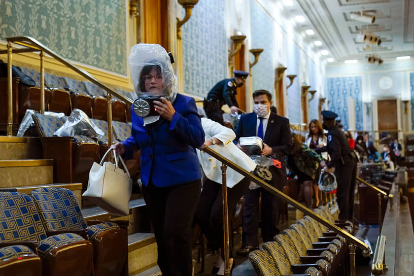 Членам Палаты представителей США раздали противогазы