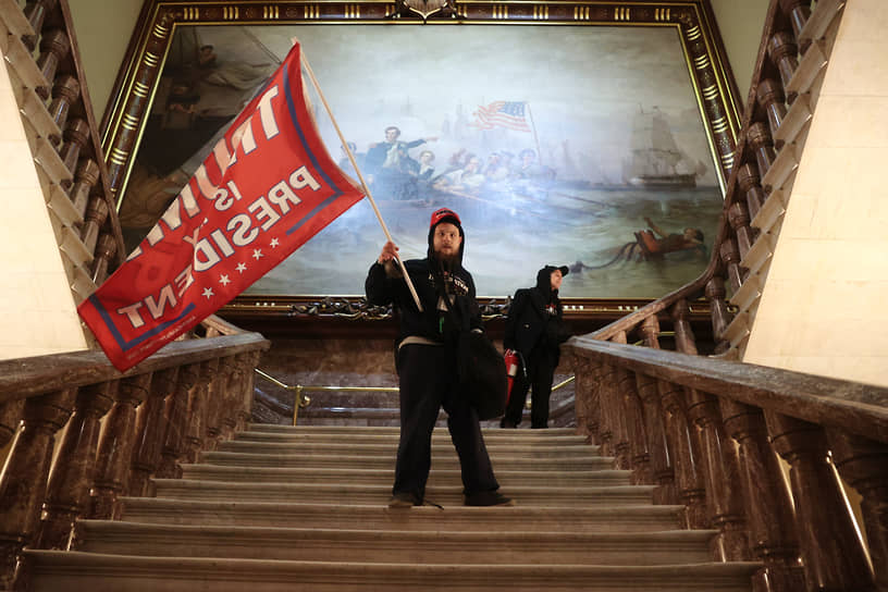 Участники акции протеста в здании Капитолия