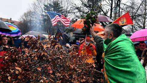 Черногорцев разделили оградой  / В республике прошло два празднования Рождества