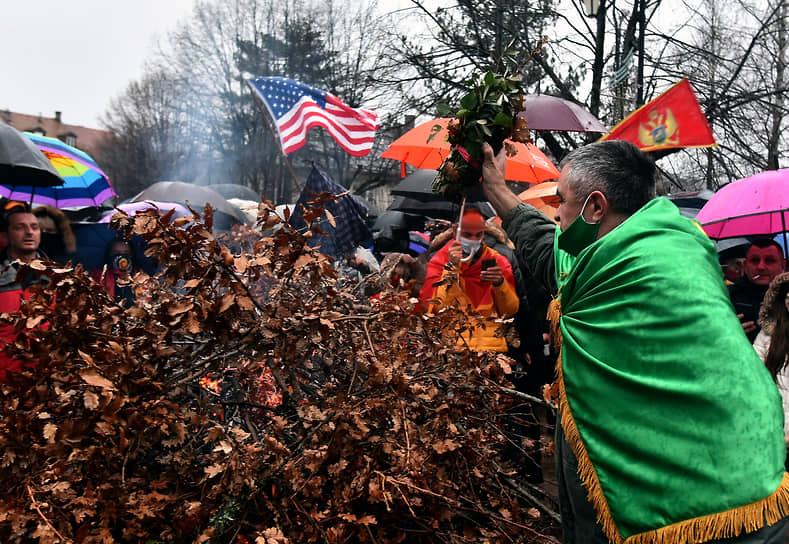 В Черногории на Рождество сжигают высушенные дубовые ветви