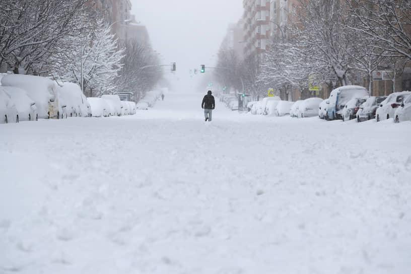 Многие дороги в Мадриде пока не расчищены