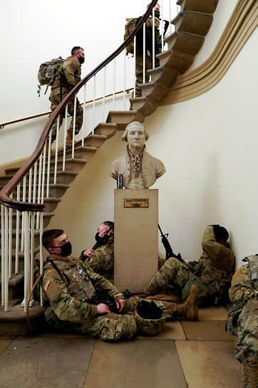 Мэрия столицы США сообщила, что в городе уже находится около 6 тыс. бойцов