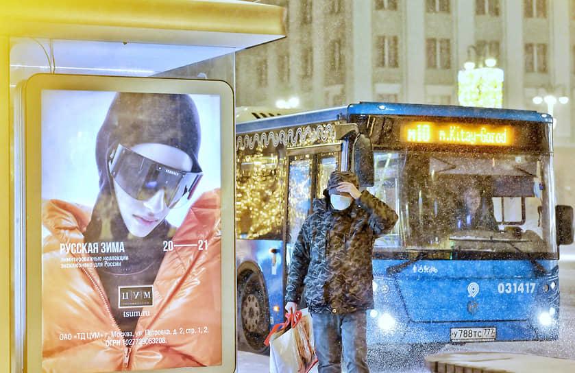 Наземный транспорт Москвы продолжил работать в соответствии с графиком, несмотря на снегопад
