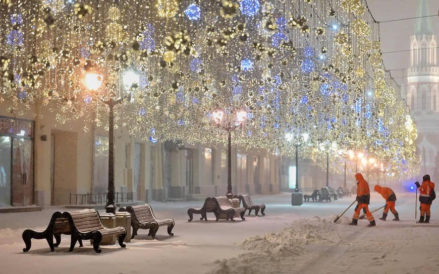 Сильный снегопад в столице начался после полуночи 14 января. К 6:00 прирост осадков составил 8 мм, это около 20% месячной нормы