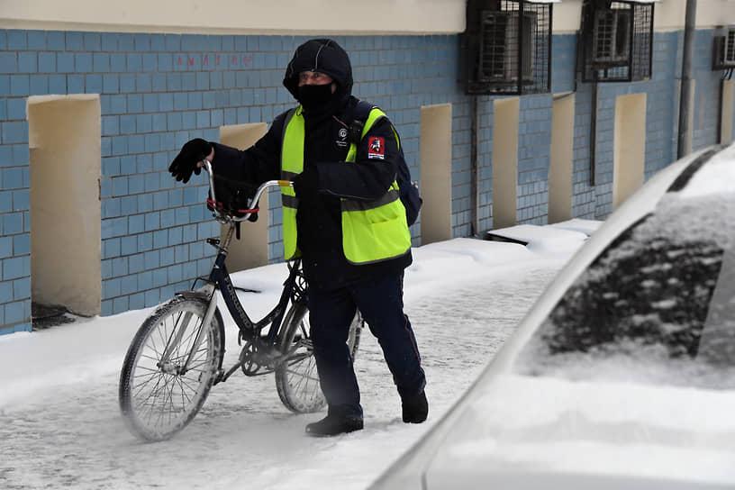 Поданным синоптиков, снегопад будет продолжаться весь день 14января иослабеет только квечеру