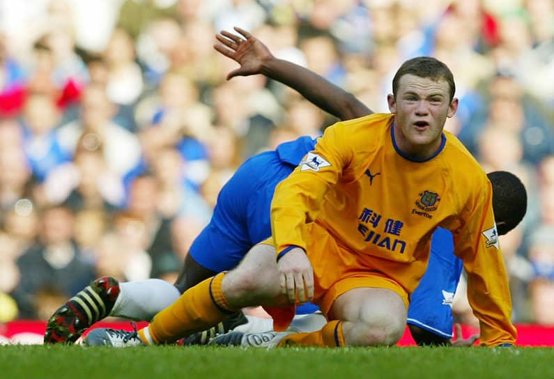 16-летний нападающий дебютировал за основной состав ливерпульской команды в августе 2002 года и уже через два месяца стал знаменит, забив победный гол лондонскому «Арсеналу». Он стал самым молодым игроком, забивавшим в матчах английской премьер-лиги
