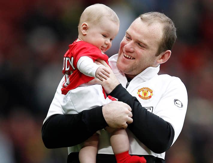 Со своей женой Уэйн Руни познакомился еще в школе. В 2008 году пара поженилась. У них четверо сыновей. В декабре 2020 года футболист сообщил, что его старший сын, 11-летний Кай Руни (на фото) стал игроком академии «Манчестер Юнайтед», подписав контракт с клубом