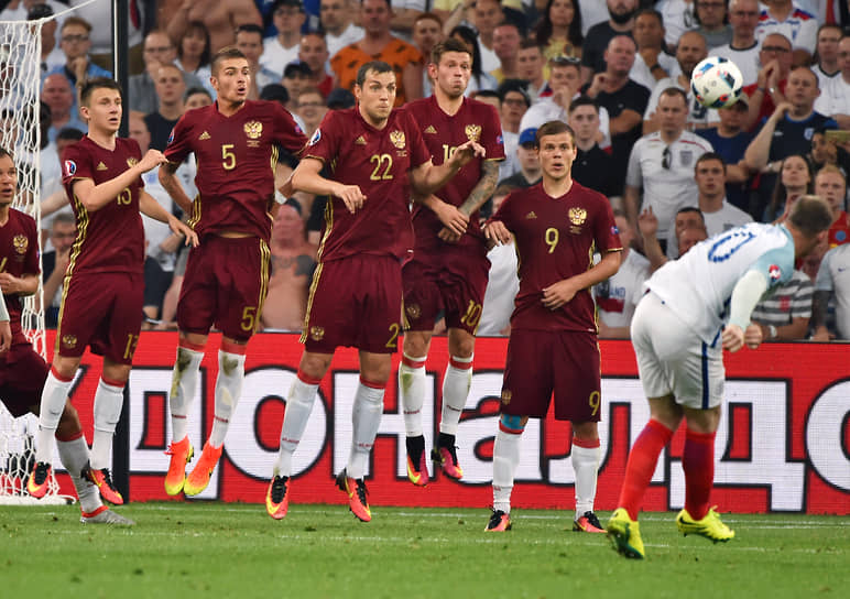В 2016 году в финальной части чемпионата Европы сборная Англии опять не сумела обыграть российскую команду (на фото). На этот раз Уэйн Руни не забил, матч завершился вничью 1:1