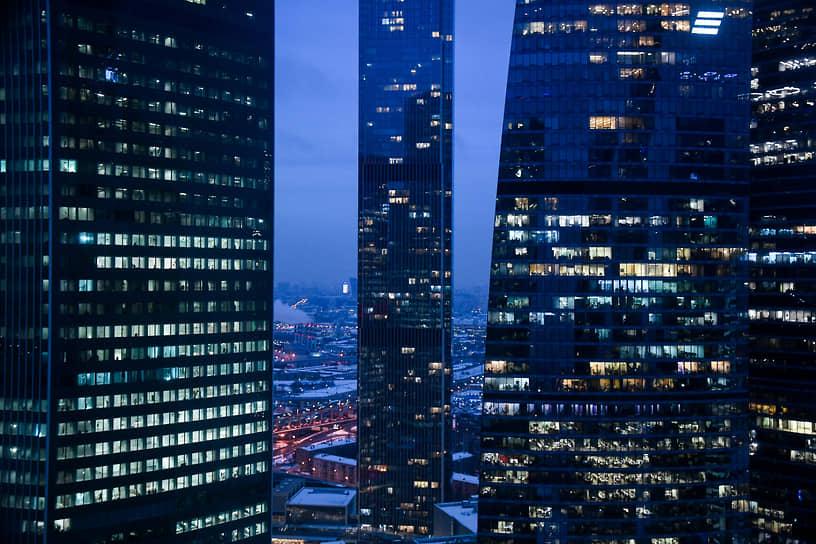 Москва. Вечернее освещение комплекса «Москва-Сити»