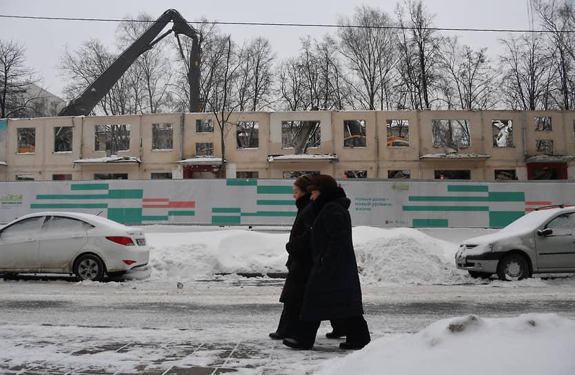 Москва. Снос пятиэтажек по программе реновации в районе проспекта Вернадского