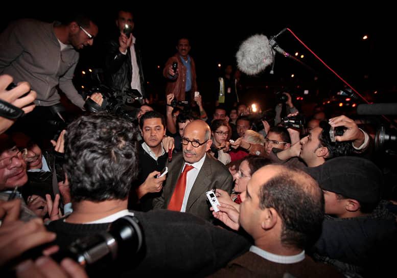 27 января 2011 года экс-глава МАГАТЭ Мохаммед аль-Барадеи, находившийся в оппозиции к президенту Египта Хосни Мубараку, вернулся в страну. 11 февраля под давлением протестующих и военных Мубарак покинул пост. В марте 2012 года аль-Барадеи заявлял, что готов участвовать в выборах президента, но и в 2012 и в 2014 годах он отказался от этих планов