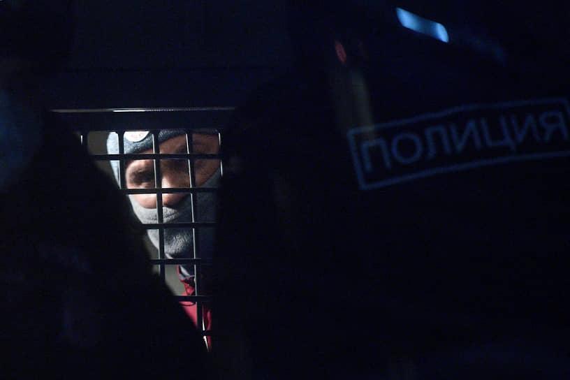Фотокорреспондент ИД «Коммерсантъ» Иван Водопьянов в автозаке