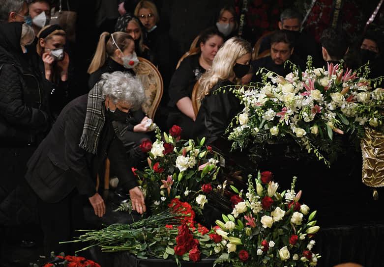 Гости церемонии прощания с Борисом Грачевским