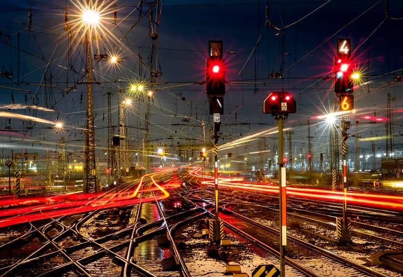 Франкфурт, Германия. Движение поездов у вокзала