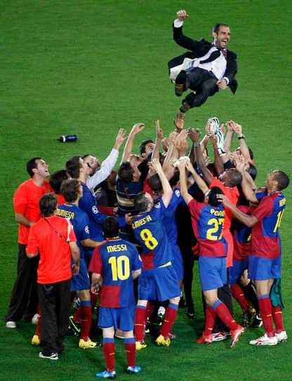 В сезоне 2007/08 клуб под его руководством выиграл турнир и получил возможность побороться за выход во второй дивизион. Благодаря успехам, в 2008 году Гвардиола сменил на посту главного тренера «Барселоны» Франка Райкаарда