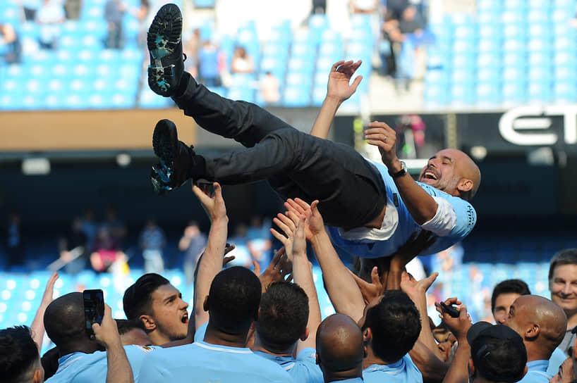 Возглавляя «Манчестер Сити», Гвардиола стал двукратным чемпионом Англии, победителем Кубка Англии, Суперкубка Англии (дважды) и Кубка английской лиги (трижды). С сентября по декабрь 2017 года он четыре раза подряд получал награду лучшего тренера месяца английской премьер-лиги, что является рекордом