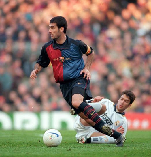 В основном составе «Барселоны» Гвардиола дебютировал в 1990 году в домашнем матче против «Кадиса». Большую часть карьеры футболиста (1990-2001) провел в родном клубе. Выступал на позиции опорного полузащитника