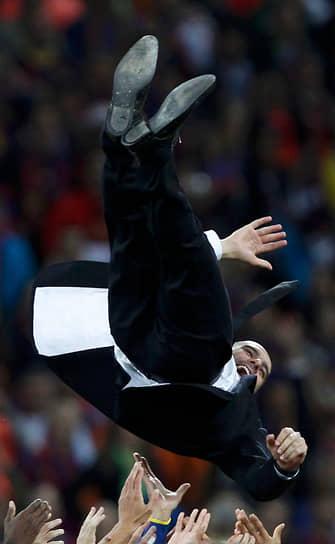 В январе 2012 года Хосеп Гвардиола стал лучшим тренером года по версии IFFHS. В апреле того же года «Барселона» проиграла на «Камп Ноу» «Реалу» 1:2, фактически лишившись шансов на победу в чемпионате Испании. Позже клуб уступил «Челси» в 1/2 финала Лиги чемпионов УЕФА. В конце апреля Гвардиола объявил об уходе с поста главного тренера клуба