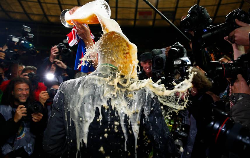 В первом матче за Суперкубок Германии под руководством Гвардиолы «Бавария» уступила дортмундской «Боруссии» со счетом 2:4, однако позже испанец выиграл первый трофей с новой командой, завоевав Суперкубок УЕФА. В мае 2014 года мюнхенцы выиграли уже четвертый трофей в сезоне, обыграв «Боруссию» в финале Кубка Германии