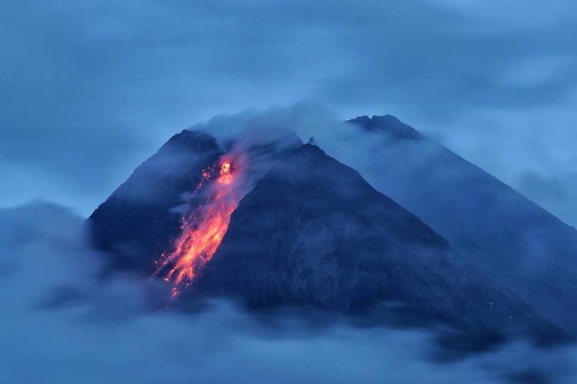 Индонезия. Извержение вулкана Мерапи