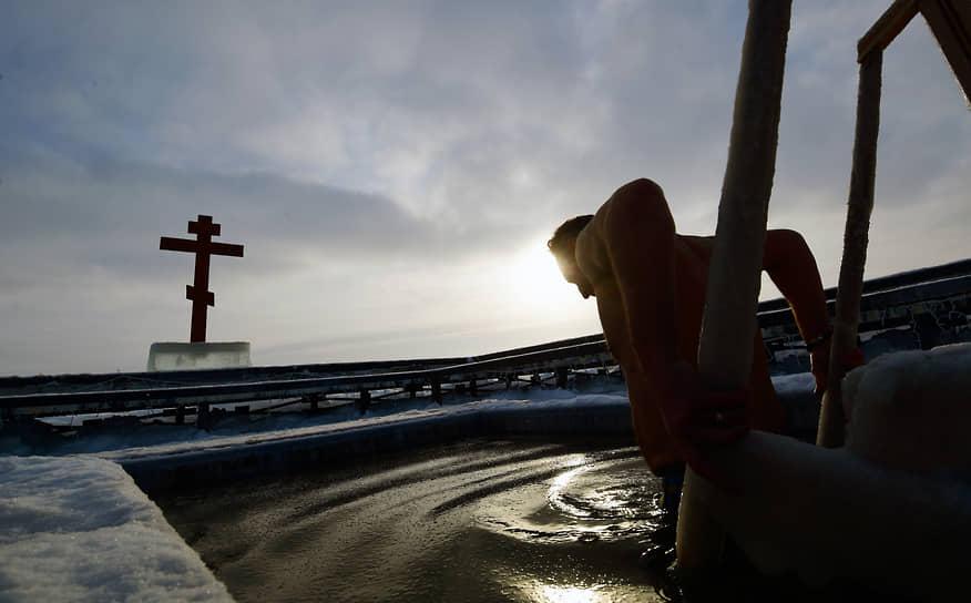 Крещенские купания в Иосифо-Волоцком монастыре в Московской области