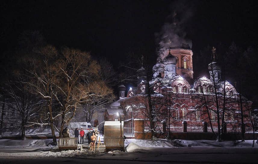 Крещенские купания в Свято-Введенском островном монастыре во Владимирской области