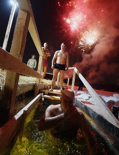 Крещенские купания в подмосковном Сколково