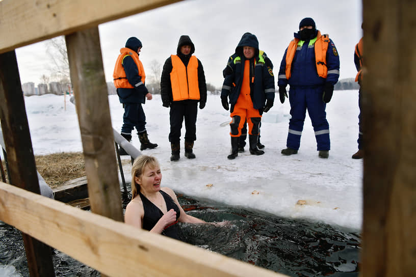 Крещенские купания на озере Красное в Кемерово