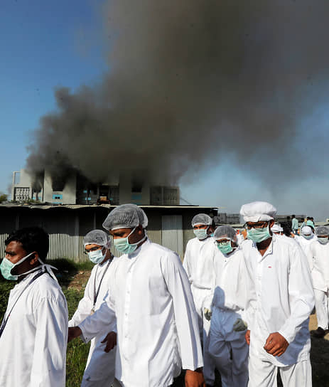 Пуне, Индия. Пожар в здании Serum Institute, где производится вакцина от коронавируса AstraZeneca