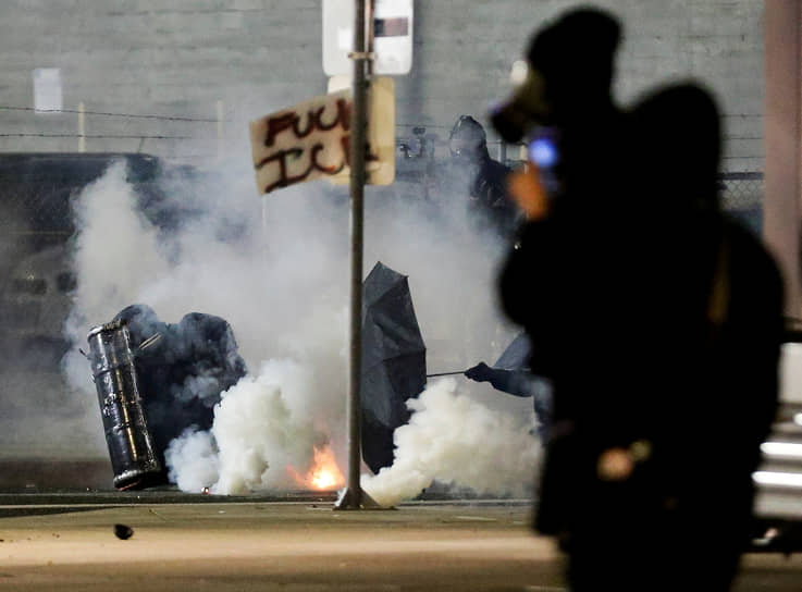 Портленд, США. Акция протеста после инаугурации Джо Байдена