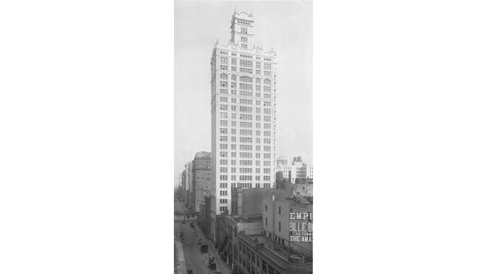 В небоскребе World's Tower Building Советское бюро снимало половину третьего и половину четвертого этажа за $500 в неделю. Сейчас в этом здании за $500 можно арендовать в лучшем случае 1 квадратный метр офисного пространства